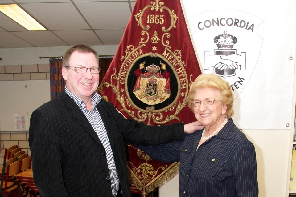 Voorzitter Mark Vanderstraeten van Concordia is blij dat erevoorzitter Jeanne Van Ginderachter nu een eigen pleintje naar haar genoemd krijgt.
