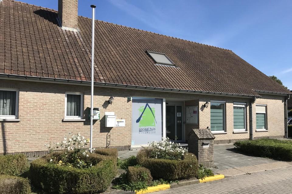 De vrouw bedreigde medewerkers van het Sociaal Huis in Diksmuide met een mes.