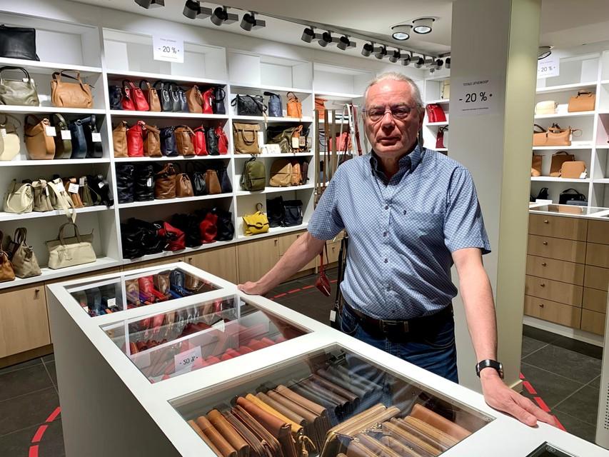 """""""In 2017 hebben we onze winkel nog helemaal vernieuwd, maar de investeringen renderen niet"""", zegt Leo Lenaerts."""