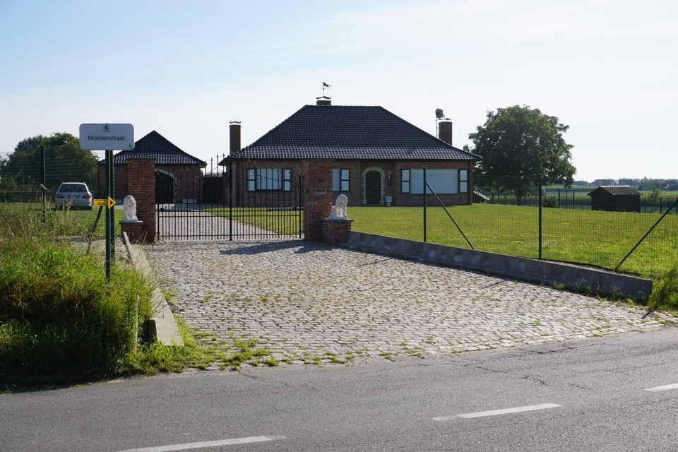 In de wat afgelegen villa op De Ginste leefde het koppel een teruggetrokken bestaan.