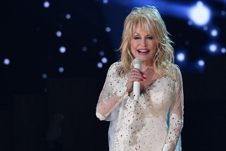 Vanille, sandelhout en jasmijn. Dat ruikt u in 'Scent from above', het parfum van Dolly Parton.