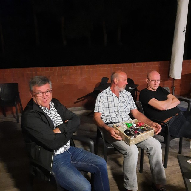 Enkele trouwe leden van de KWB in Tielen genieten van het gezellig samenzijn.
