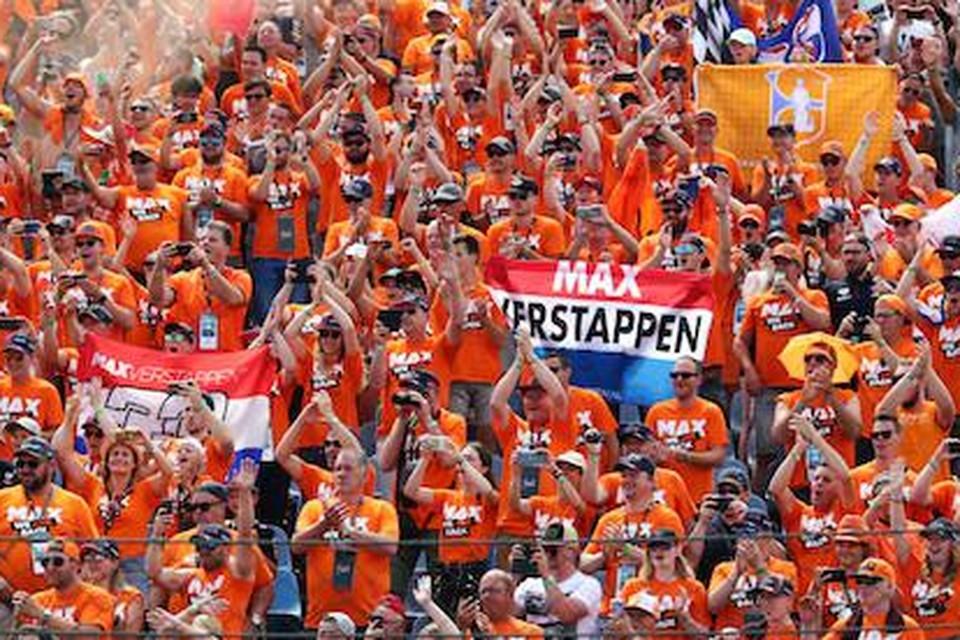 Fans van Max Verstappen tijdens de GP van Hongarije