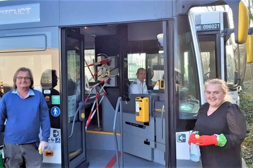 Steven Cannoot voelt zich relatief veilig in zijn bus. Zijn grote helden zijn collega's Pol Vandamme en Betty De Loor, die elke dag alle bussen ontsmetten.