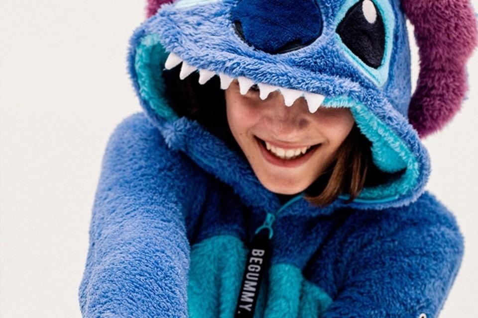 <P>Onesie met Disney's Stitch - BeGummy - 59,99 euro - en.begummy.com</P>