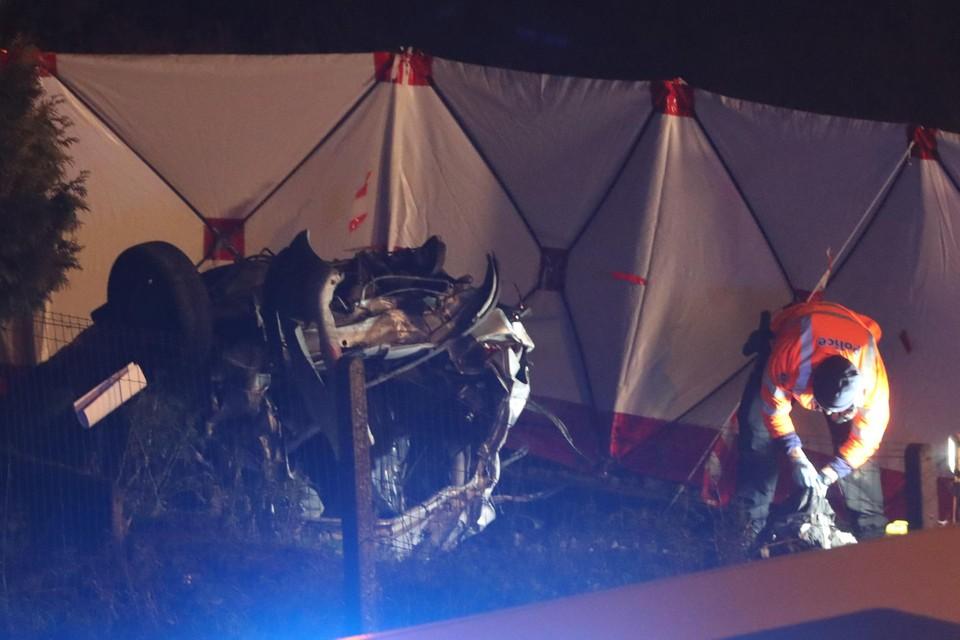 De wagen werd door de klap tot schroot herleid.