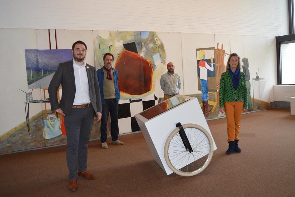 Schepen van Cultuur Rutger De Reu (CD&V), schepen van Onderwijs Trees Van Hove (CD&V), conservator Wim Lammertijn en artistiek coördinator Stief Desmet presenteren de nieuwe expositie.