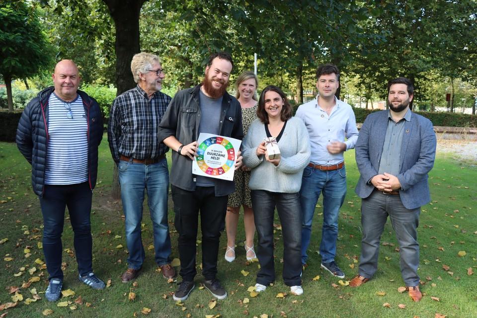 Jarno en Geertje vertegenwoordigden het personeel van Samenlevingsopbouw Oost-Vlaanderen.