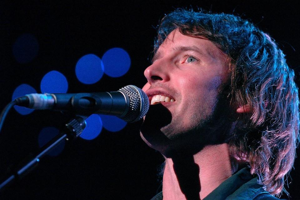 Na een coronabehandeling kreeg zanger James Blunt last van zijn stem. En hij ondervond naar eigen zeggen ook een ander bijzonder neveneffect.