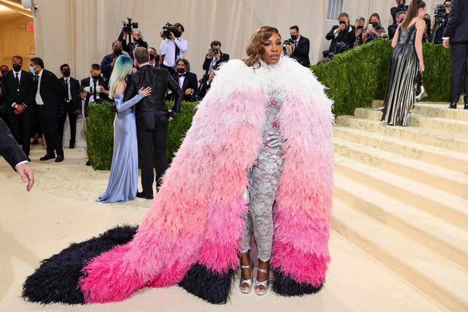 Ook tennisster Serena Williams had een indrukwekkende robe aan bij aankomst.