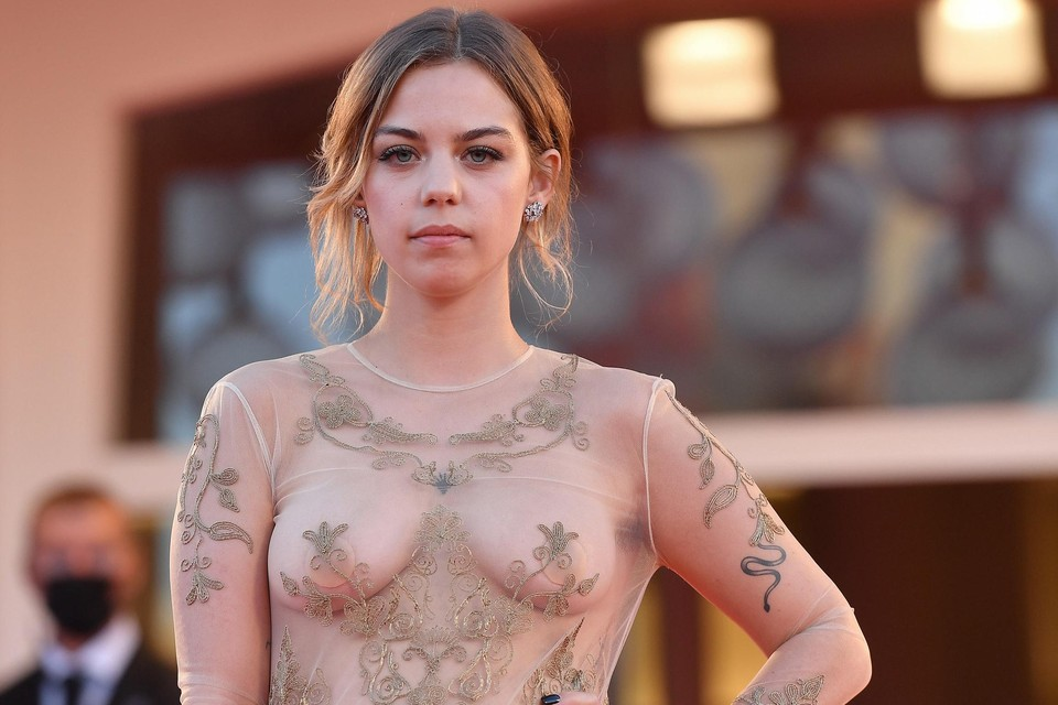 De Belgische actrice Salomé Dewaels op het Filmfestival van Venetië.
