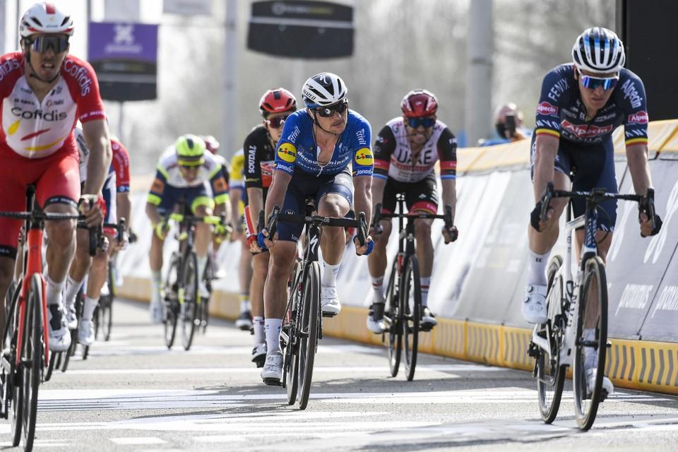 Yves Lampaert (m.) hoopt op een Ronde zonder pech voor hem.