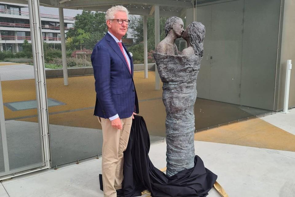 Pieter De Crem kreeg de eer om het beeld 'Forever' te onthullen.