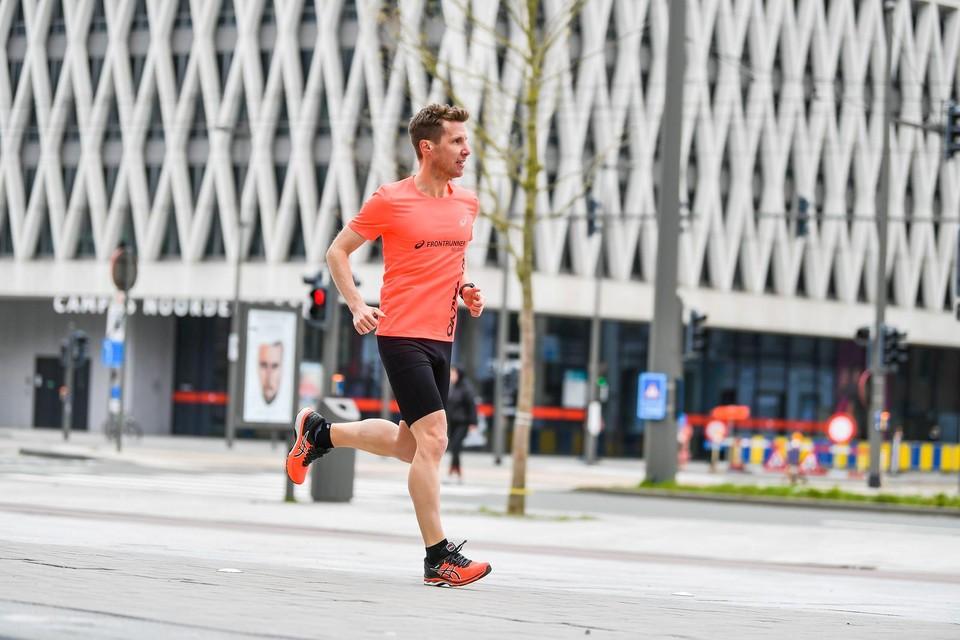 Olivier Verhaege gaat vanaf zondag nog eens stunten: hij loopt een hele week twee marathons per dag voor het goede doel.