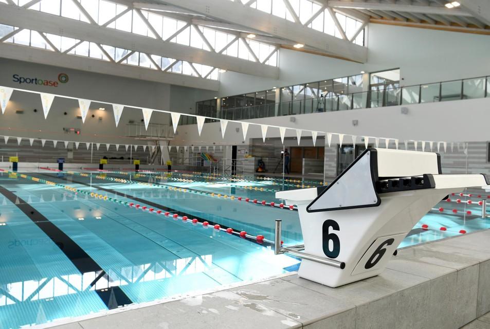 Het gloednieuwe sportzwembad.