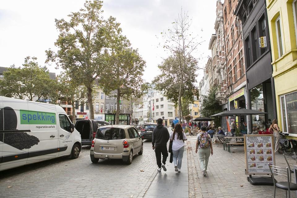 Het De Coninckplein langs de zijde van koffiebar Viggo's en café Kiebooms.