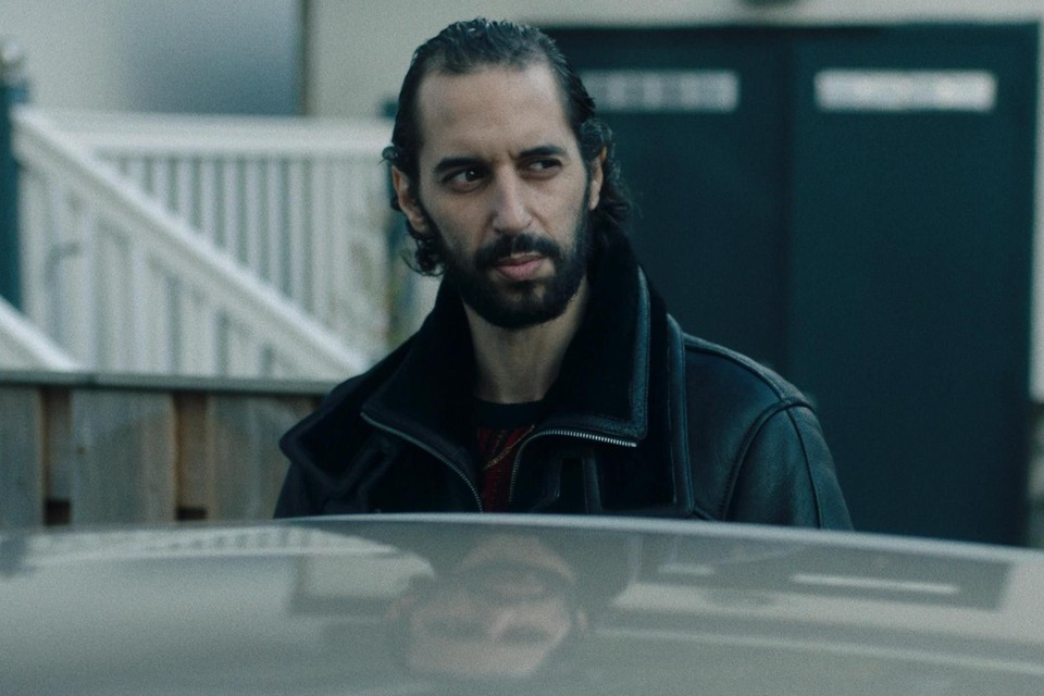 Achmed Akkabi speelt drugsbaas Jaouad, alias Paus. Iedereen in het  Mocromaffia-milieu opereert onder een bijnaam.