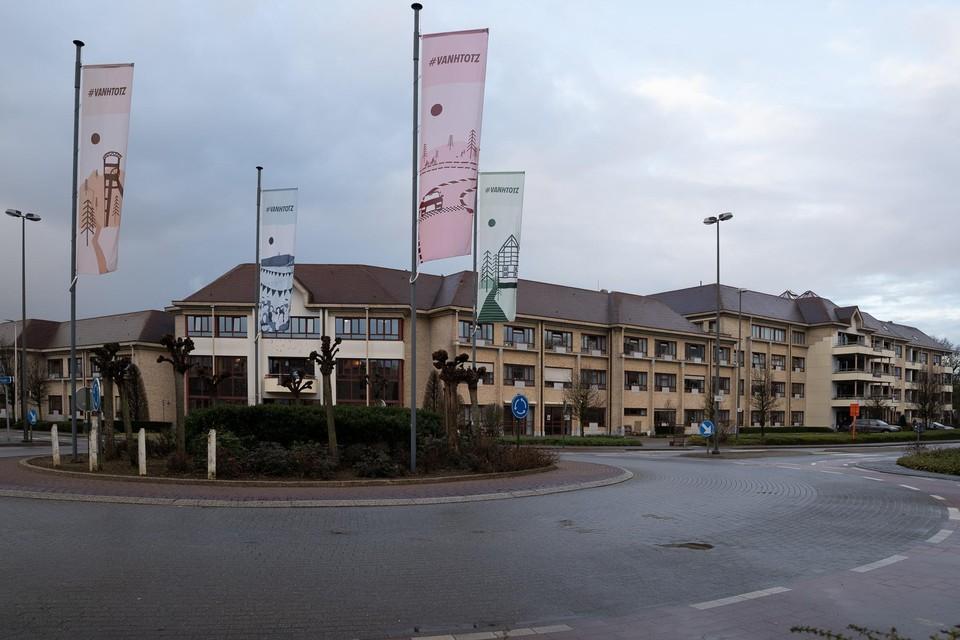 In rusthuis De Bloemelingen in Zolder zijn nu in totaal 17 bewoners en 6 personeelsleden besmet.