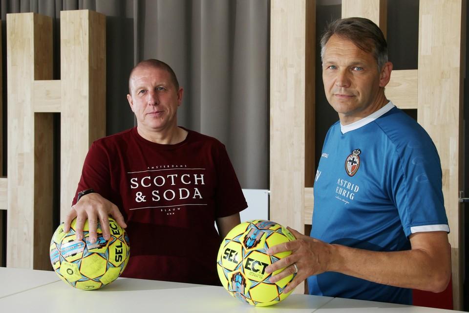 Winkel-trainer Jeffry Verhoeven (l) en zijn Mandel-collega Rudi Verkempinck staan zondag, twee weken na de bekermatch, opnieuw tegenover mekaar.