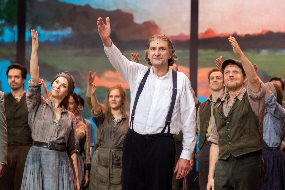 Op 4 augustus trekt Peter Van de Velde zijn soutane weer aan voor de hernemingen van de musical 'Daens'.