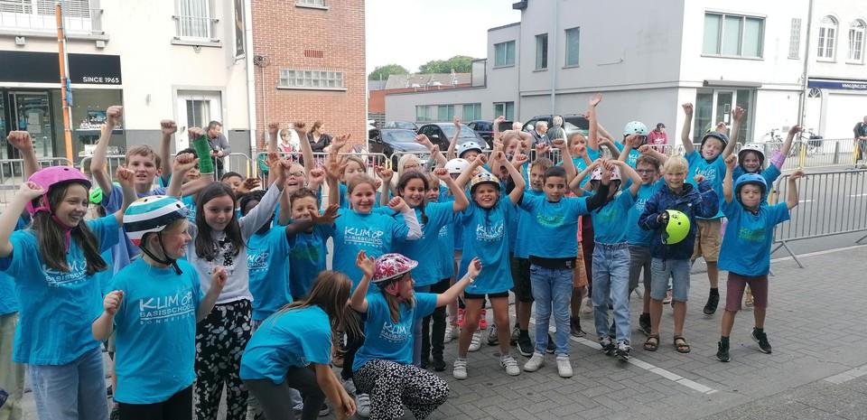 De luidruchtige supporters van basisschool Klimop in Bonheiden.