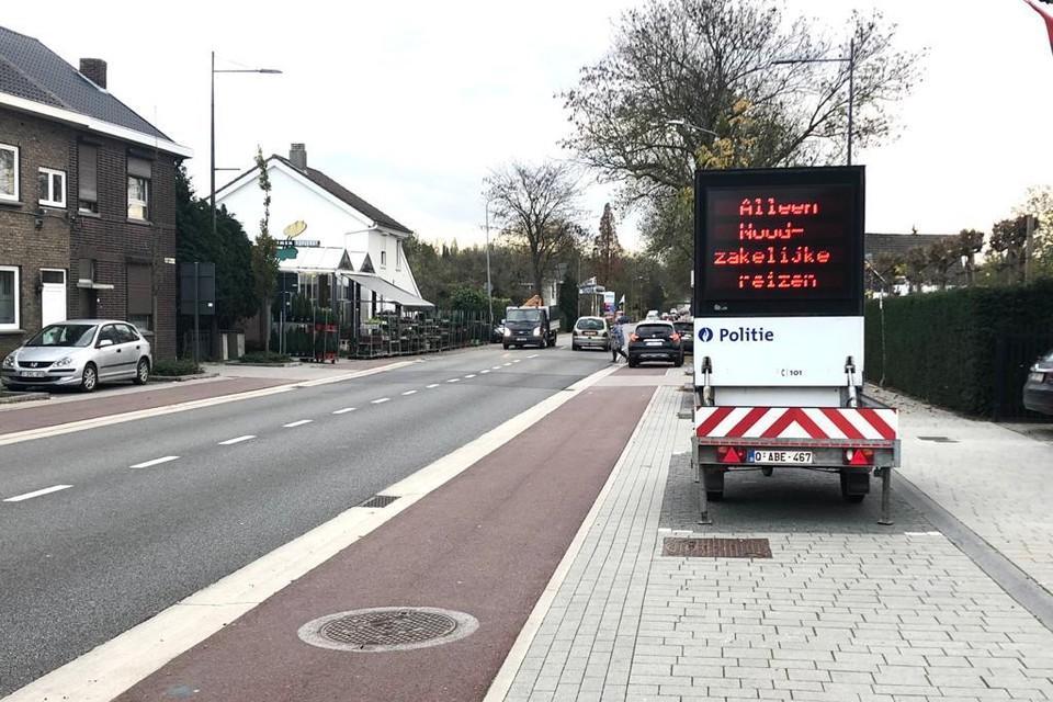 Op de Maaseikersteenweg in Smeermaas (Lanaken) werd donderdag al een bord geplaatst.