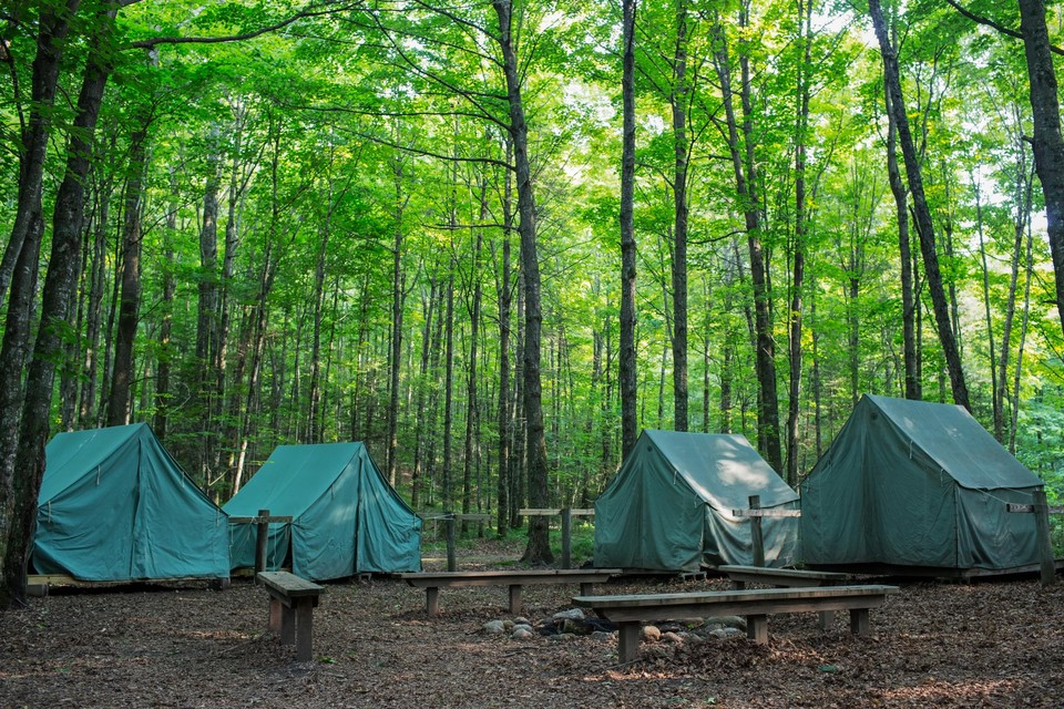 Een kamp van de Gentse scoutsgroep Sint-Bernadette in Couvin in Namen is vroegtijdig stopgezet nadat een kind positief testte op Covid-19 (themabeeld)