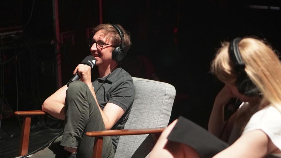 Voor de eerste aflevering, die al opgenomen werd, kwamen onder andere acteur Robrecht Vanden Thoren en burgemeester Declercq op bezoek.