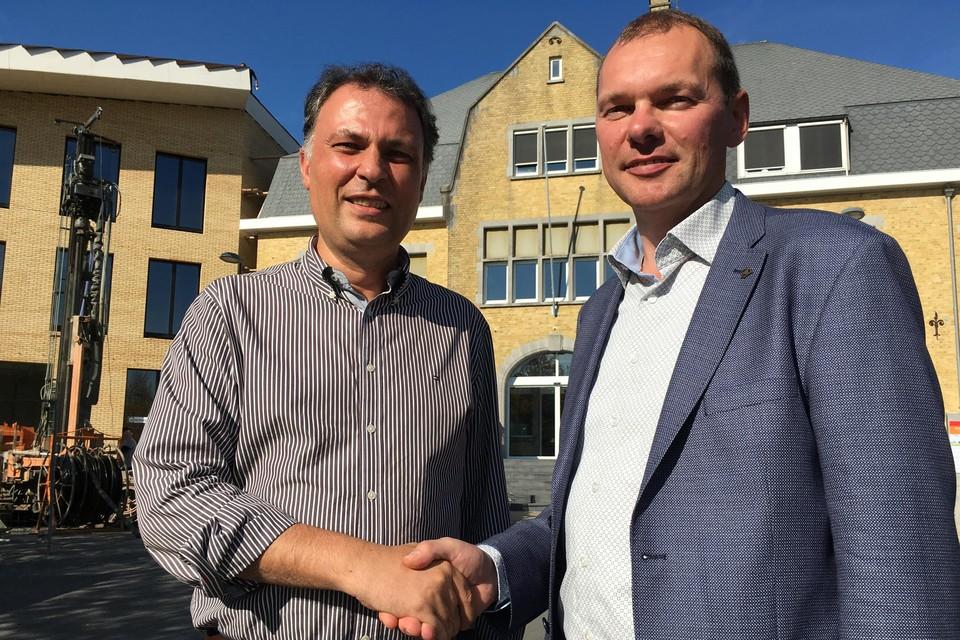 Schepen Dominique Cool (N-VA) (links) en burgemeester Lieven Vanbelleghem (CD&V) vlak na de verkiezingen van 2018.
