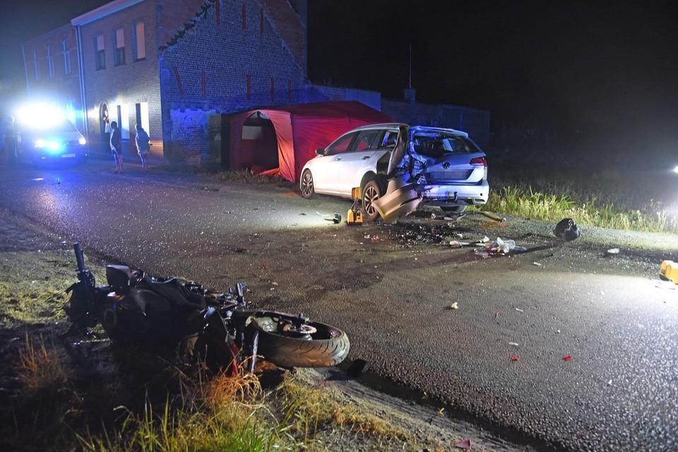 De schade aan beide voertuigen was enorm.