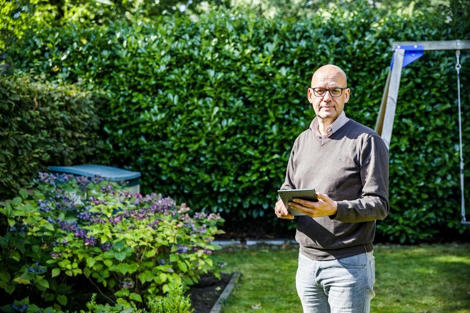 Walter Vits in zijn tuin.