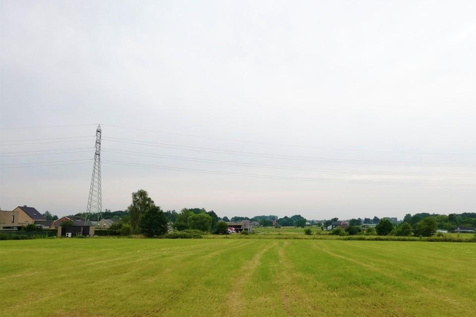 Op het binnengebied achter sporthal Bruultjeshoek komt een sport- en speelterrein.