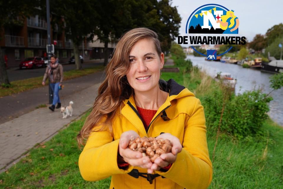 Steffi Boelens van het Gents MilieuFront (GMF) wil 20.000 bloembollen planten rond het fietspad van de Groendreef in Gent.