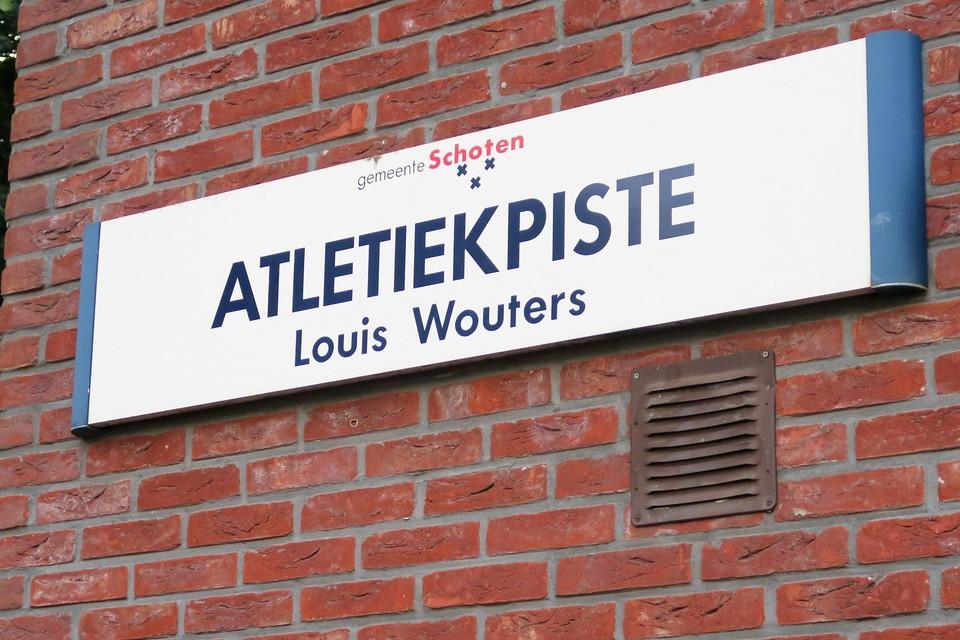 Deze tastbare herinnering hang al van bij het inlopen van de tartanpiste  tien jaar geleden aan de muur van de SAV-kantine.