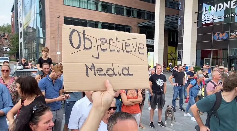 De betogers in Antwerpen verwijten de media dat ze geen aandacht hebben voor hun meningen.