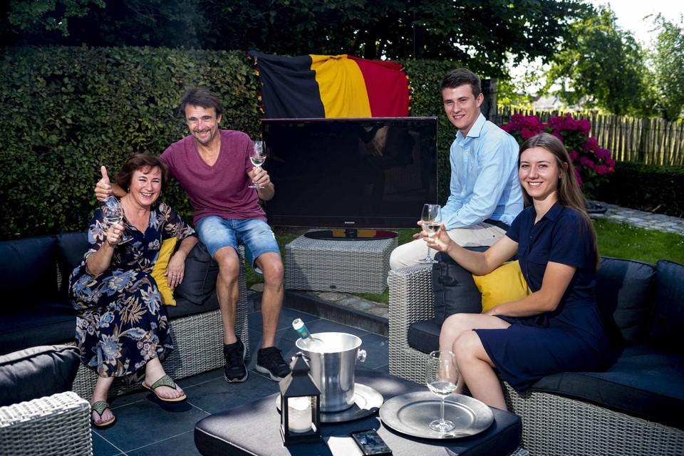 De familie van de Tongerse marathonloper Dieter Kersten volgt de Olympische Spelen in de tuin.