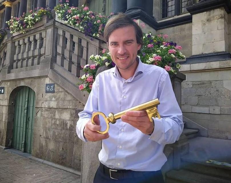 """Op de eerste dag van de Gentse Feesten 'light' gaf de burgemeester de sleutels van het stadhuis … aan niemand. """"Helaas dit jaar niet. Maar: we krijgen toch ne vree wijze Gentse zomer."""""""