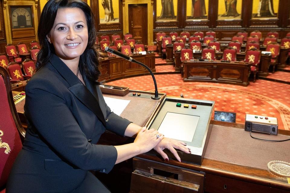 De Gentse Stephanie D'Hose (39) is dinsdag aangesteld als jongste Senaatsvoorzitter ooit. De aanstelling verliep wel niet zonder slag of stoot.