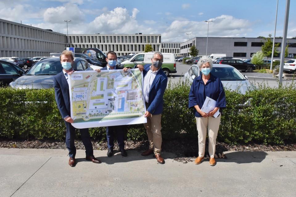 Vlaams minister van Welzijn en Gezondheid Wouter Beke (tweede van links) kwam zelf naar Kortrijk afgezakt om de plannen van AZ Groeninge mee bekend te maken.