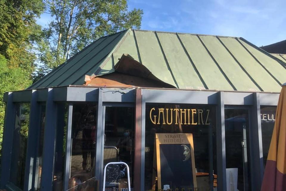 De inbreker ging erg driest te werk: het dak van Gauthierz Brasserie moest eraan geloven.
