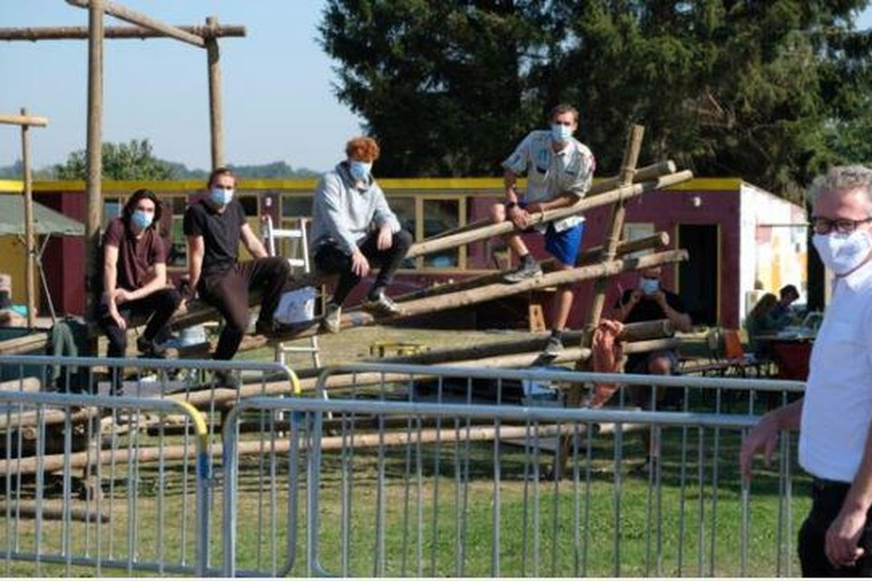 Vijftien scoutsleden uit Nederokkerzeel isoleerden zich samen elf dagen van de buitenwereld in hun eigen lokalen en de parochiezaal.