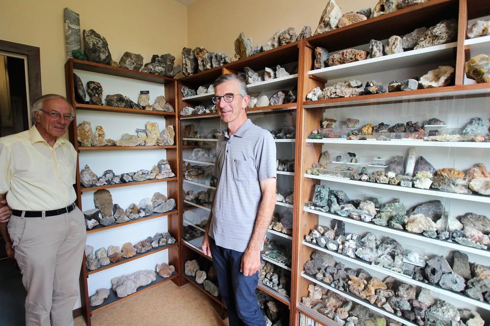 Paul en Hugo in hun eigen mineralogisch museum.