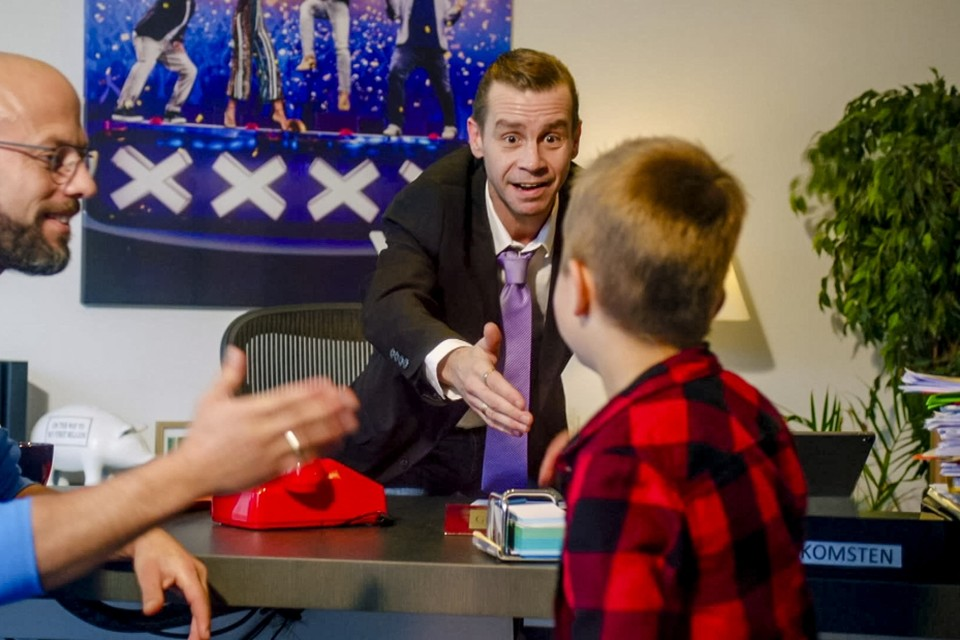"""Staf Coppens doet kinderen geloven dat Sam Gooris de grote baas van VTM is. """"Toen een van de kinderen Sam herkende, zei hij dat het maar een bijverdienste was."""""""