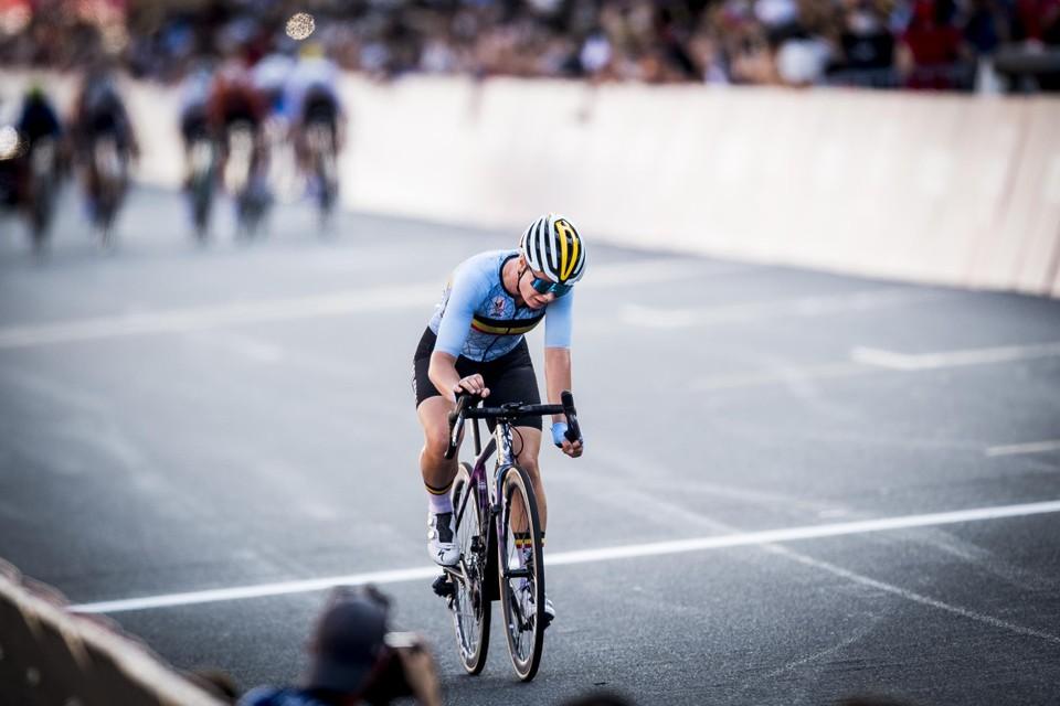 Lotte Kopecky werd knap vierde op de wegwedstrijd in Tokio.