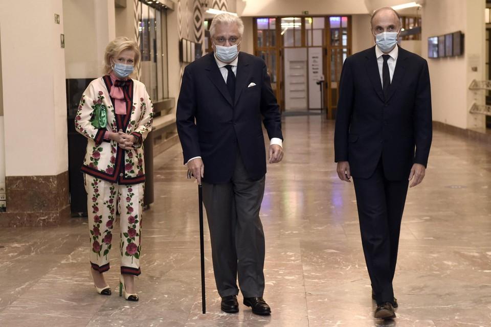 Prins Laurent arriveert samen met prinses Astrid en prins Lorenz.