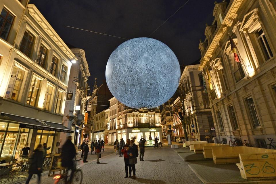 Wie heeft er géén foto bij de maan?
