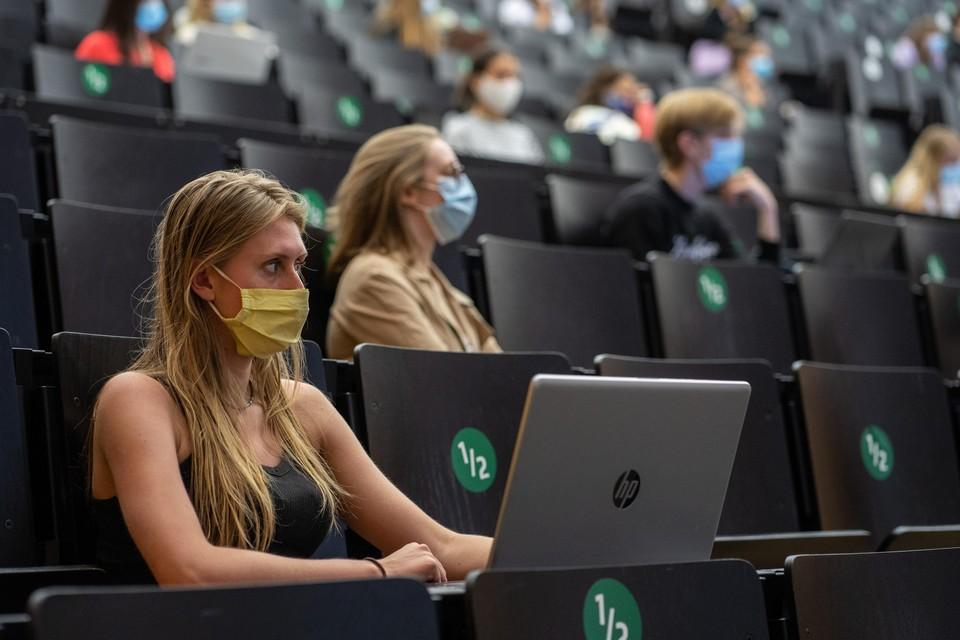 In sommige lessen aan de UGent zal een mondmasker nog altijd nodig zijn.