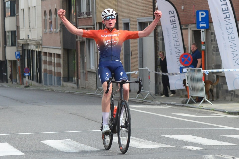 Joes Oosterlinck reed in Wemmel solo naar zijn eerste overwinning.