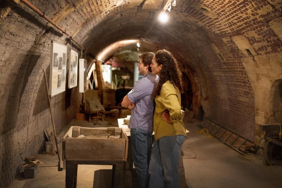 Foto's en info ook in de tunnels.