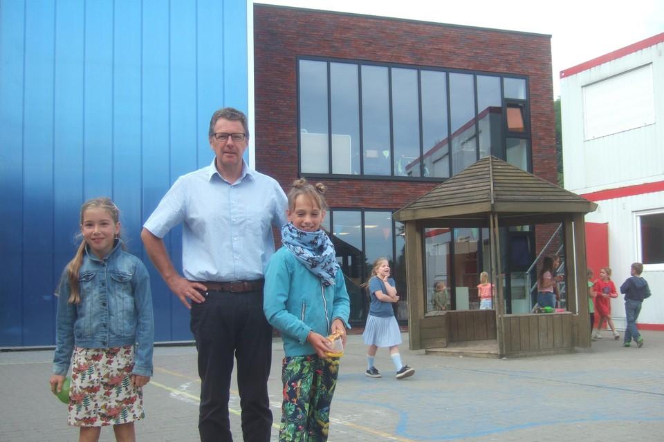 Directeur Derry Jacob is erg opgetogen met de bijkomende moderne klaslokalen.